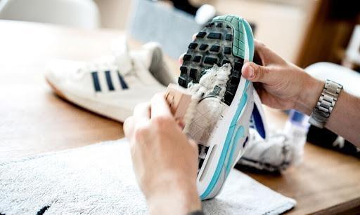 Giặt giày thể thao